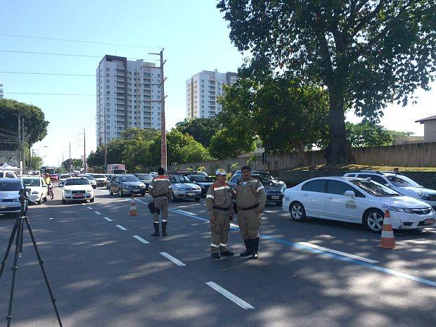 Manaustransfoi acionado para conter o trânsito na área (Foto: Diego Toledano/G1 AM)