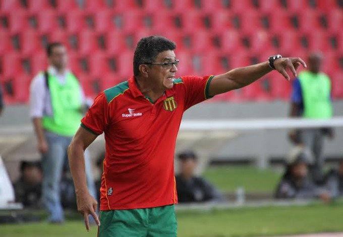 Técnico do Sampaio vai ter que mexer na equipe titular do Sampaio (Foto: Douglas Júnior / O Estado)