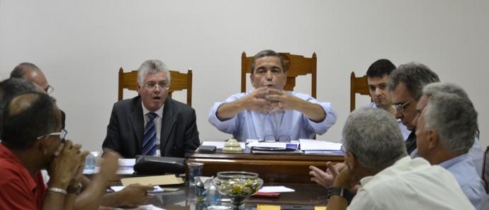 Marcus Vicente presidiu a assembleia na FES (Foto: Sidney Magno Novo/GloboEsporte.com)
