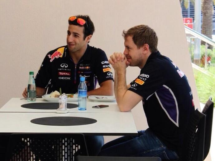 Sebastian Vettel e Daniel Ricciardo compartilhando café da manhã (Foto: Divulgação/twitter)