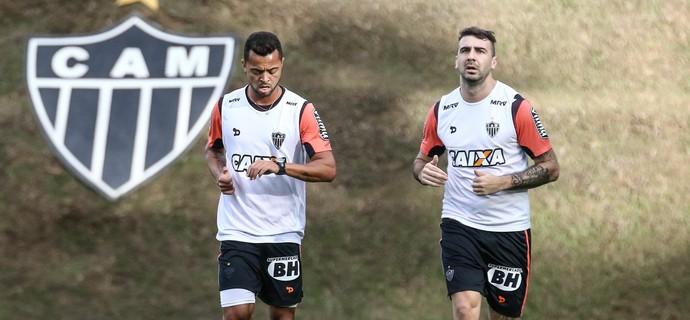 Rafael Carioca e Lucas Pratto, do Atlético-MG (Foto: Bruno Cantini / Atlético-MG)