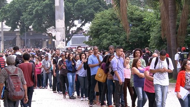 Profissão Repórter aborda a crise econômica no País (Foto: Divulgação)