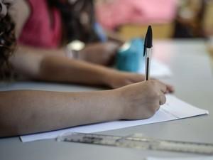 sala de aula, educação, professor, redação, caneta preta (Foto: Fred Dufour/AFP)