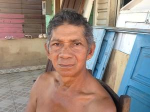 Ambulante Sebastião Palmerim disse que obra está parada desde 2013 (Foto: Abinoan Santiago/G1)