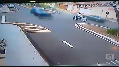 Motociclista fica ferida em acidente em Franca, SP
