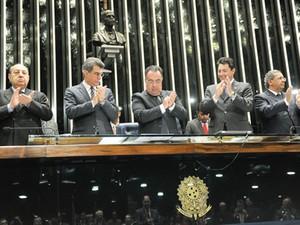 Deputado André Vargas, no centro, presidiu sessão do Congresso que promulgou criação de novos tribunais (Foto: José Cruz/Agência Senado)
