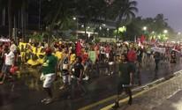 Caminhada na orla de Maceió protesta contra o governo de Michel Temer (Roberta Cólen / G1)