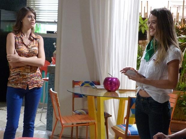 Ana faz questão de colocar Fatinha no chinelo. A morena não perdoa mesmo (Foto: Malhação / Tv Globo)