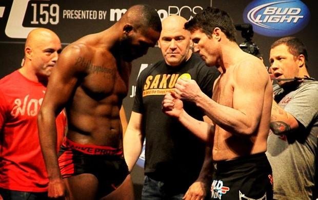 Jon Jones Chael Sonnen pesagem UFC (Foto: Reprodução/Twitter)