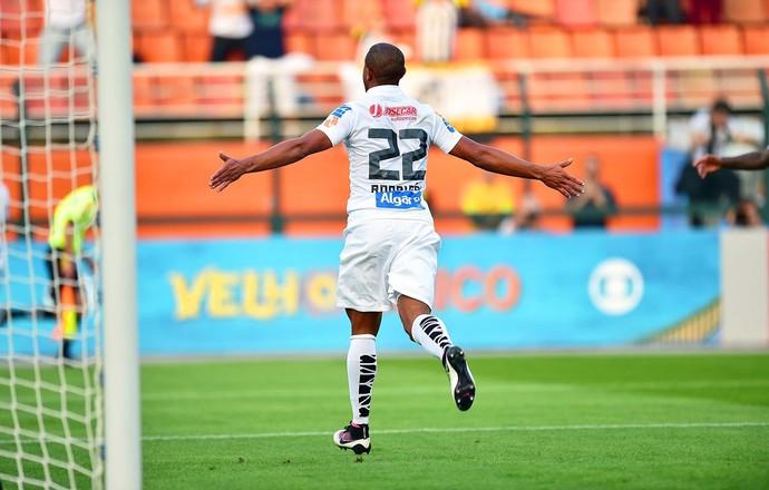 Rodrigão comemora gol Santos X São Paulo (Foto: Marcos Ribolli)