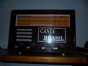 Rádio sintoniza ondas curtas (Foto: Andréia Machado/G1)
