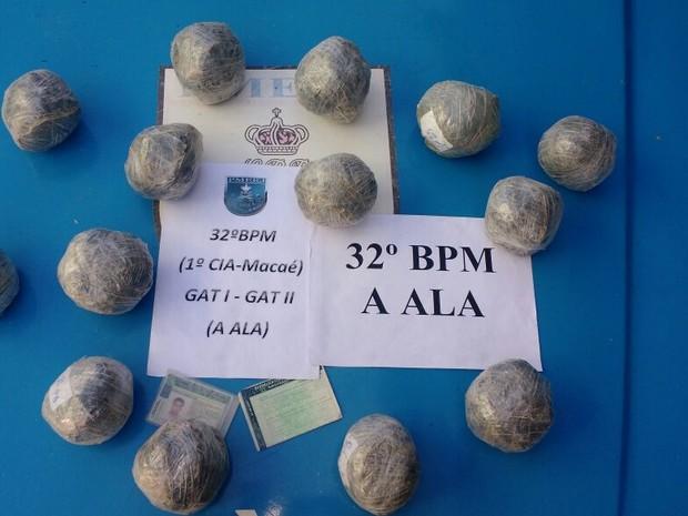 Drogas foram encontradas em casa no bairro Botafogo (Foto: PM/Divulgação)