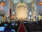 Fiéis vão à Catedral Metropolitana de Maceió celebrar a Missa de Páscoa