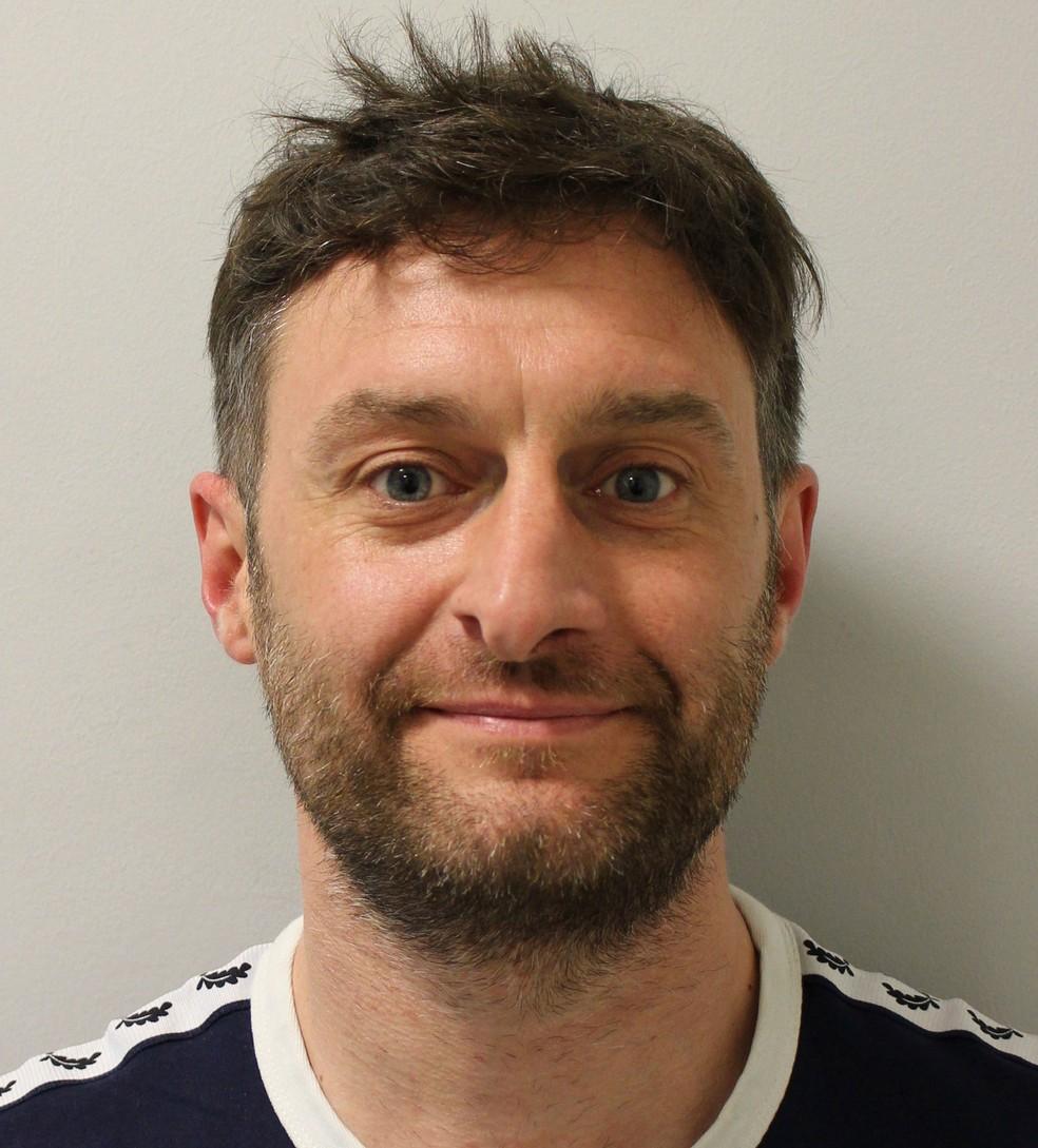 Alex Chivers foi condenado após insultar e agredir uma adolescente com um pedaço de bacon em Londres  (Foto: Metropolitan Police/via AP)