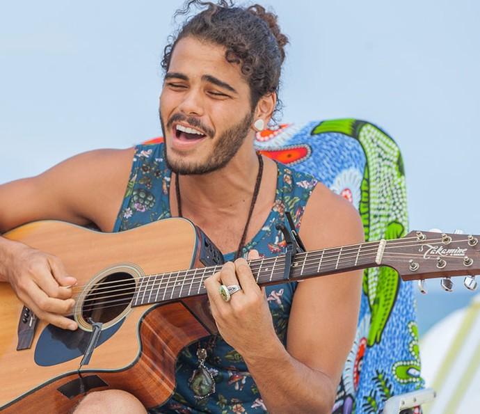 Enzo Romani mostra seu talento na música! (Foto: Artur Meninea/Gshow)
