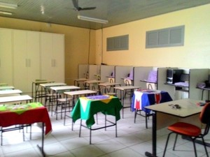 Bandidos também levaram ouitros equipamentos da escola (Foto: Willians Biehl/Portal Veneza)