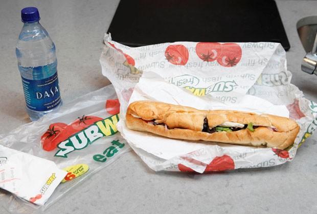 Clientes alegam que os sanduíches da Subway são menores do que o tamanho anunciado (Foto: Seth Wenig/AP)