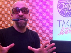 Carpinejar defendeu a profissionalizaçãodo poeta no Tacacá (Foto: ) (Foto: Mônica Dias/G1)