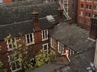 Veja 'mulher nua em telhado' e mais performances artísticas curiosas