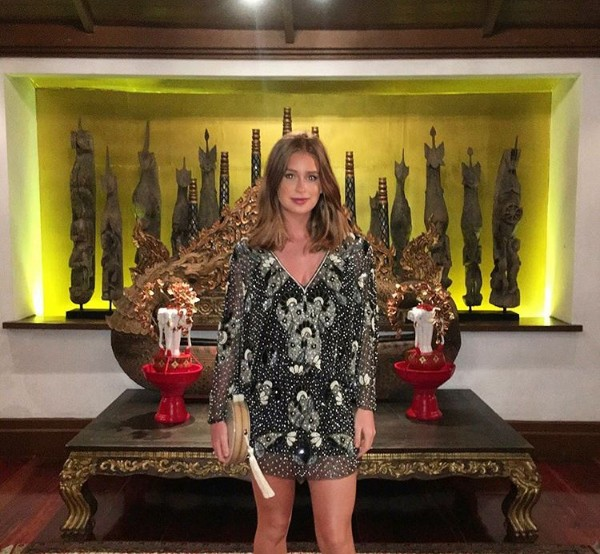Bronzeada, Marina Ruy Barbosa usa look brilhante e curto para jantar na Tailândia (Foto: Reprodução / Instagram)