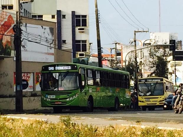 Coletivos voltam a circular em São Luís (Foto: Zeca Soares / G1)
