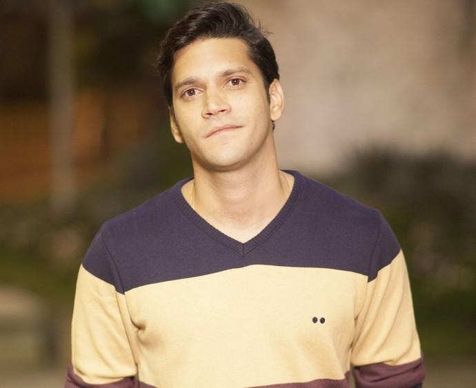 Armando Babaioff interpreta Bruno, filho de criação de Zuza (Foto: Matheus Cabral/TV Globo)