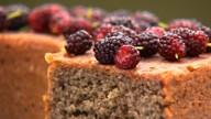 Aprenda a fazer um delicioso bolo de amora