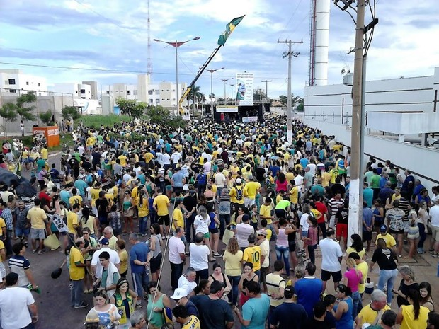 Protesto contra a corrupção em Rondonópolis, Mato Grosso. (Foto: Alex Bettinardi/Centro América FM Rondonópolis)