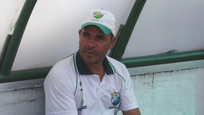 Evandro Guimarães, técnico do Coruripe (Foto: Leonardo Freire/GloboEsporte.com)