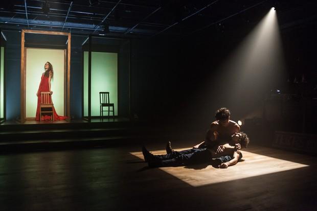 Erom Cordeiro e Ravel Andrade na peça Laio e Crísipo (Foto: Divulgação)