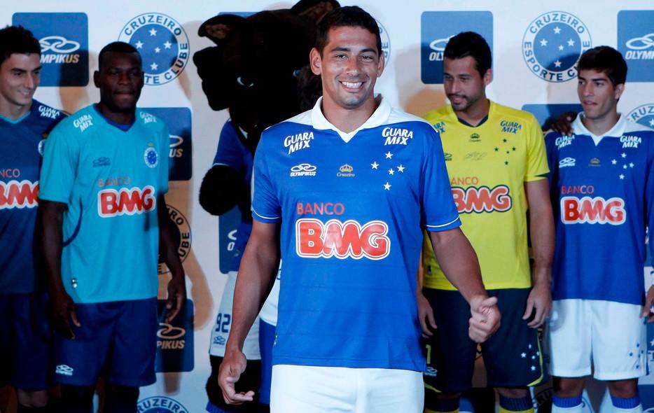 1ed876d111 Veja as fotos da nova camisa do Cruzeiro - fotos em cruzeiro
