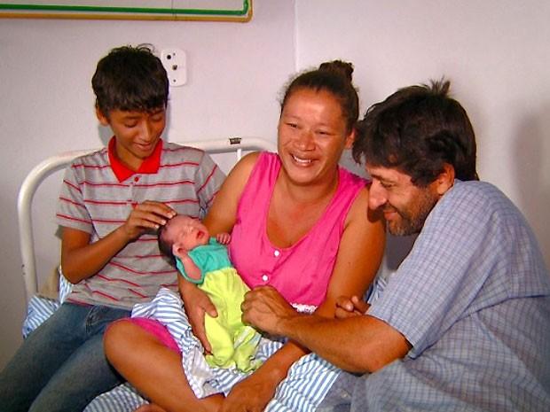 A caminho de hospital, mulher dá à luz em praça de pedágio de Paulínia (Foto: Reprodução / EPTV)