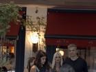Flávia Alessandra passeia no shopping com Otaviano Costa e a filha  Giulia