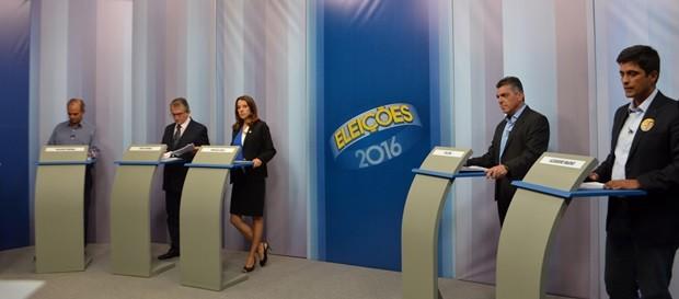 Candidatos à Prefeitura de Pouso Alegre fazem debate na EPTV (Foto: Daniela Ayres/G1)