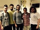 No Brasil para shows, Bastille grava com Luciano Huck
