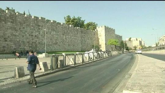 Palestinos voltam a rezar na Esplanada das Mesquitas após retirada de aparato de segurança