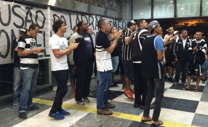 Protesto Corinthians Parque São Jorge (Foto: Carlos Augusto Ferrari)