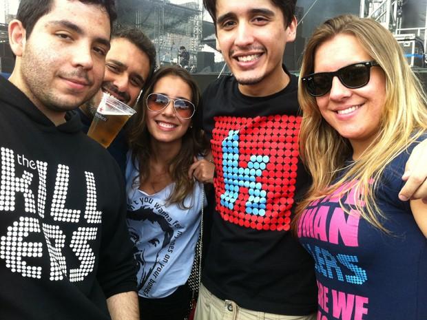 Os amigos Letícia, Felipe, Taís, Iuri e Ricardo na primeira fila do palco Cidade Jardim, por volta das 13h, para ver o show dos Killers às 21h30 (Foto: G1)
