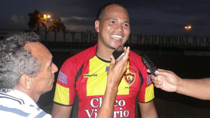Aloísio Chulapa comemora vitória do Sport Atalaia na estreia da Segundona (Foto: Denison Roma / GloboEsporte.com)