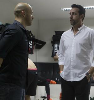 Alessandro e Edu Gaspar conversam antes do empate por 1 a 1 com o Vasco (Foto: Daniel Augusto Jr/Ag. Corinthians)