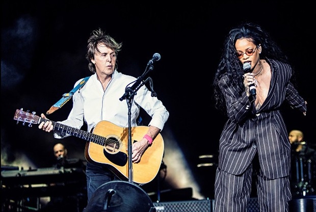 Paul McCartney e Rihanna no festival Desert Trip (Foto: Getty Images)