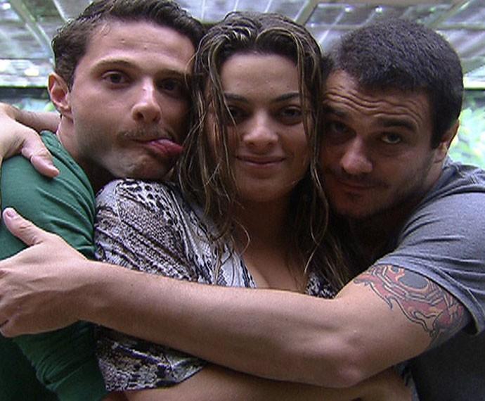 Monique e Rafael ainda são muito amigos  (Foto: TV Globo)