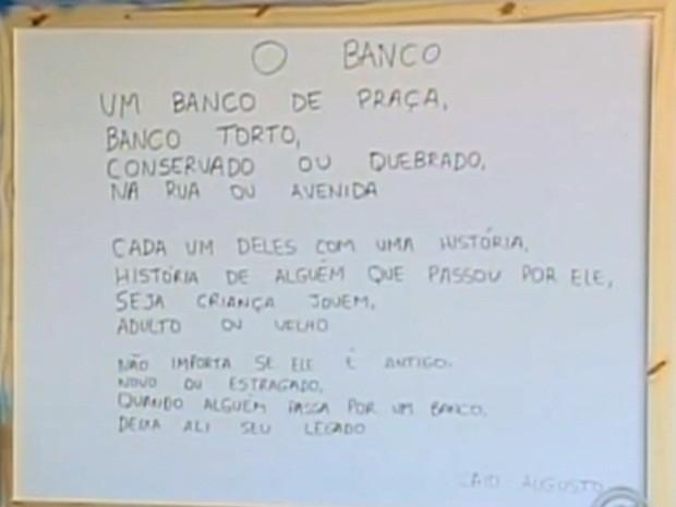 Caio recebeu prêmio pelo poema 'O Banco' (Foto: Reprodução/TV TEM)