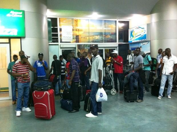 Empresas do Sul do País estão empregando haitianos para atuar em vários setores (Foto: Ruthiene Bindá/TV Amazonas)