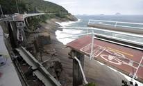Trecho da ciclovia Tim Maia, na Av. Niemeyer, desaba; FOTOS (Reprodução / Globo)