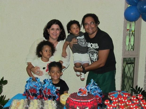 Ana Izabel, Lourival e os três filhos (Foto: Ana Izabel Ferreira da Silva/Arquivo pessoal)
