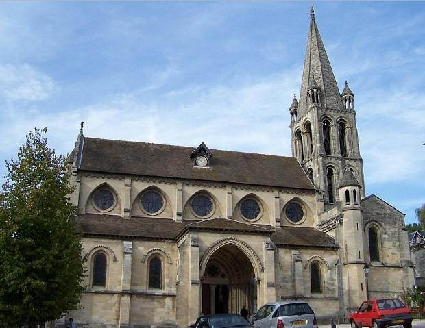 Igreja do século XII, localizada em Bougival, França (Foto: Wikimedia Commons)