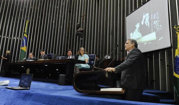 João Vicente Goulart discursa em homenagem aos 50 ano do Comício das Reformas, em 13 de março de 1964 (Foto: Waldemir Barreto/Agência Senado)