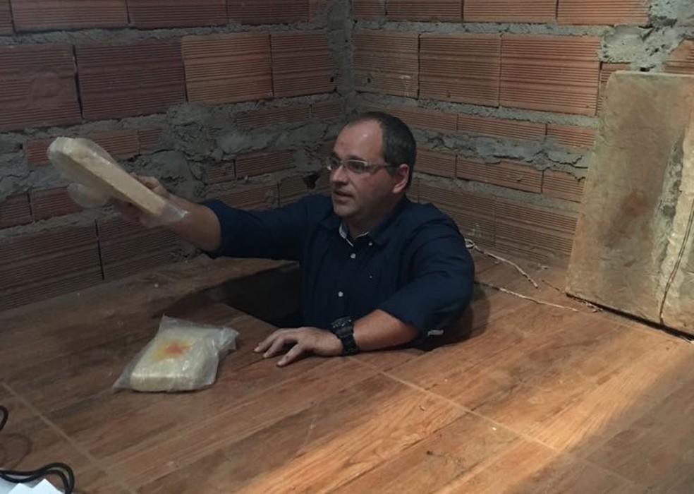 Droga estava escondida em quarto subterrâneo na chácara (Foto: Divulgação/Dise)