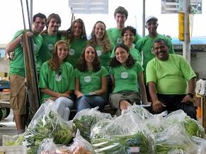 Equipe da Associação Prato Cheio, uma das beneficiadas pelo Juntos.com.vc (Foto: Divulgação/ Associação Prato Cheio)